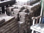 2 m³ Knochensteine,