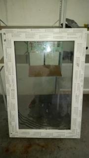 3 weiße Kunststofffenster