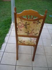 5 Stühle von