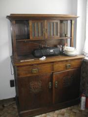 alter antiker Küchenschrank