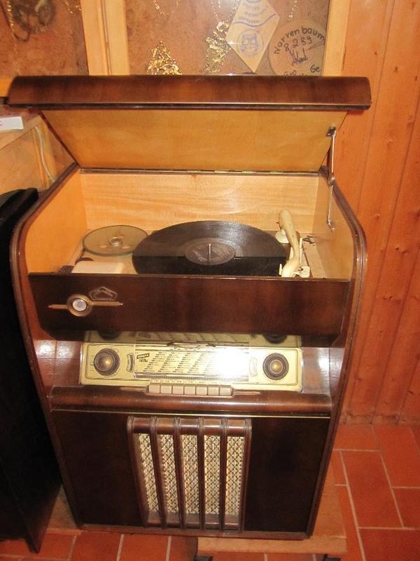 alter schallplattenschrank mit radio und plattenspieler in gaggenau sonstige antiquit ten. Black Bedroom Furniture Sets. Home Design Ideas