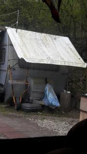 alter wohnwagen zu