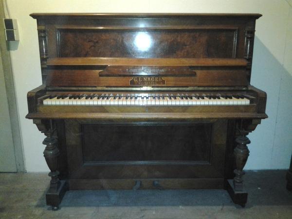 altes klavier an liebhaber bastler zu verschenken in. Black Bedroom Furniture Sets. Home Design Ideas
