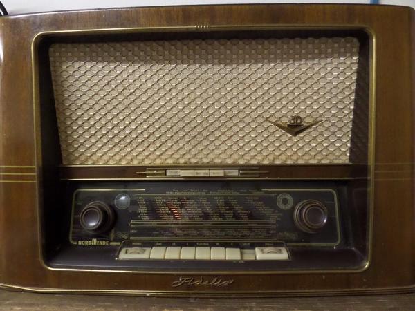 altes r hrenradio nordmende in herzogenaurach radio. Black Bedroom Furniture Sets. Home Design Ideas