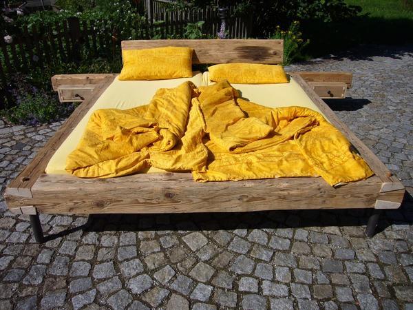 Altholz - Bett & Nachtkästchen in Buch - Schränke, Sonstige ...