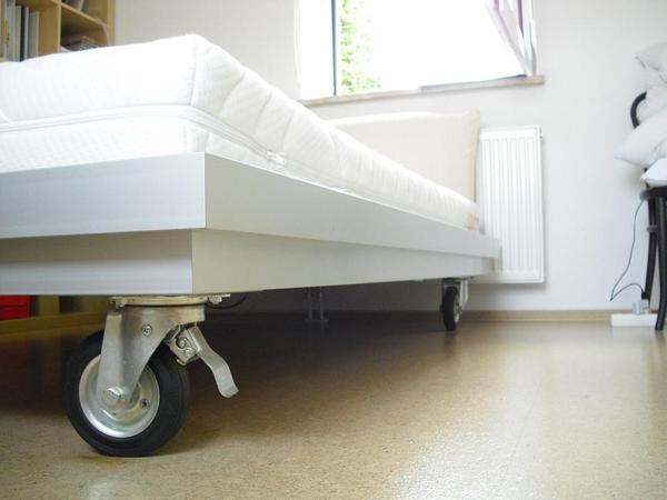 alubett auf rollen 1 40m x 2 00m in frankfurt betten kaufen und verkaufen ber private. Black Bedroom Furniture Sets. Home Design Ideas
