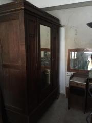 Antiker Kleiderschrank