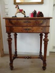 Antikes Tischchen / Schränkchen