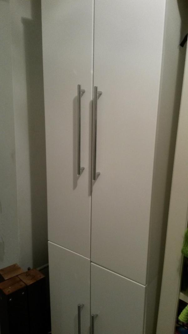 badschrank wei hochglanz in leonberg bad einrichtung. Black Bedroom Furniture Sets. Home Design Ideas