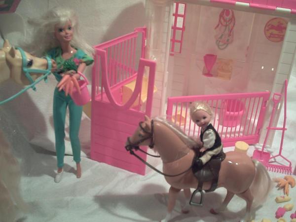 barbie leckermaul pferdestall mit ovp barbie pferde. Black Bedroom Furniture Sets. Home Design Ideas