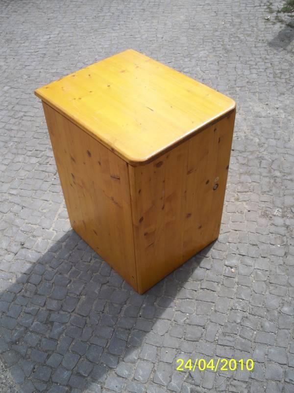 Biete einen beistelltisch lampen tisch oder kleines for Lampen tisch