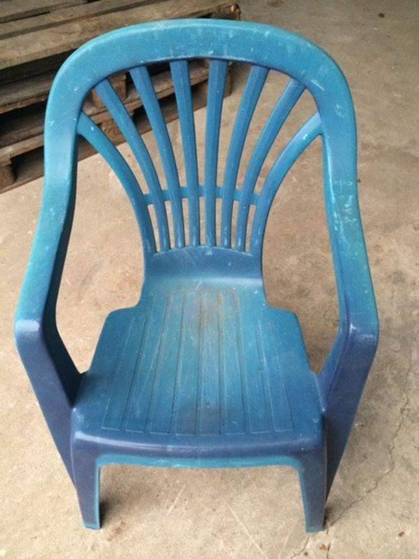 blauer gartenstuhl plastik in altdorf gartenm bel kaufen. Black Bedroom Furniture Sets. Home Design Ideas