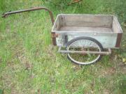 Bollerwagen mit Holzkastenaufbau