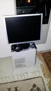 Computer mit Flachbildschirm