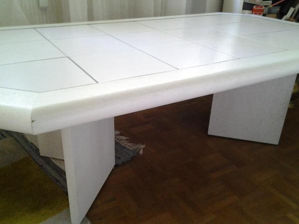 Mit Rollen Grau Fliesen Im Wohnzimmer Wohnzimmertisch Holz