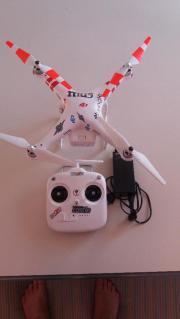 Drohne mit Ladegerät