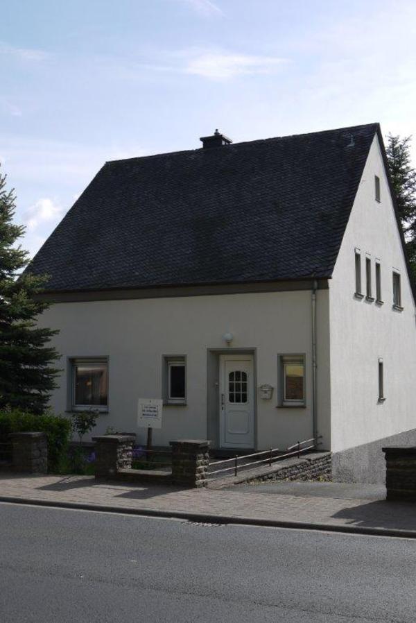 einfamilienhaus freistehend mit gro em garten garage und wintergarten in gerolstein 1. Black Bedroom Furniture Sets. Home Design Ideas