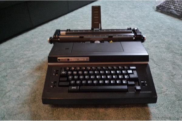 Elektrische Schreibmaschine Von Sharp