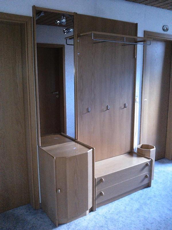 garderobe mit spiegel eiche hell in pforzheim. Black Bedroom Furniture Sets. Home Design Ideas