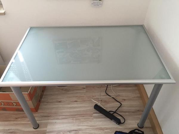 Ikea Grundtal Cutlery Caddy ~ hier einen Schreibtisch von IKEA zum Verkauf an Die Arbeitsplatte