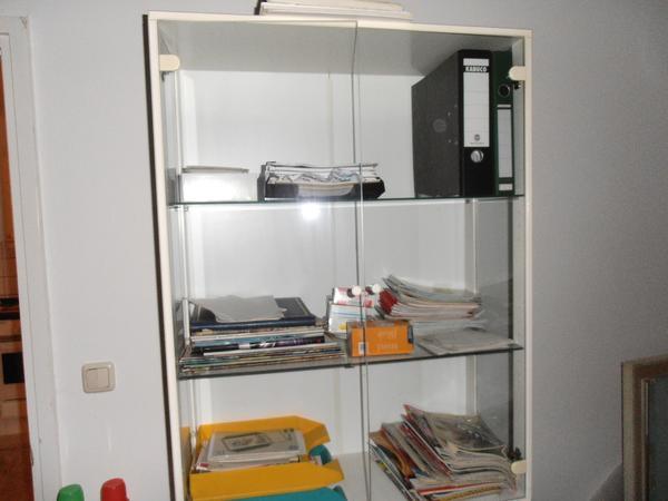 glas vitrinenschrank zweiteilig wei holz in m nchen. Black Bedroom Furniture Sets. Home Design Ideas