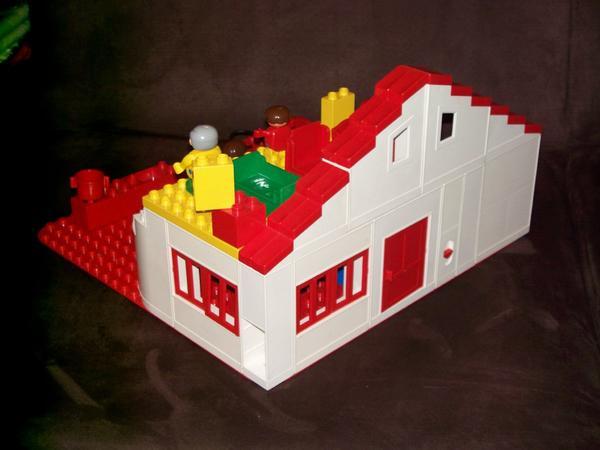 gro es lego duplo haus puppenhaus spielhaus auf 2 etagen familie in nettetal kaufen und. Black Bedroom Furniture Sets. Home Design Ideas