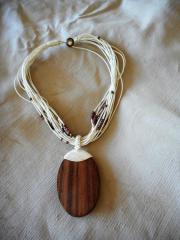 Halskette in beige-
