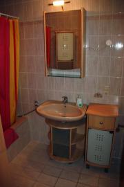 helle Badezimmermöbel 4-
