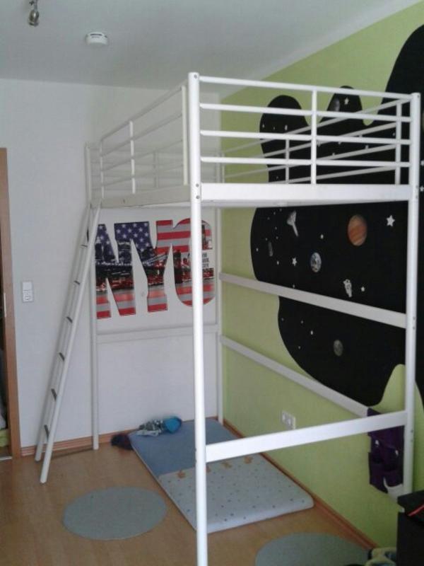 sehr sch nes sehr gut erhaltenes wei es hochbett f r 70euro vhb zu verkaufen. Black Bedroom Furniture Sets. Home Design Ideas