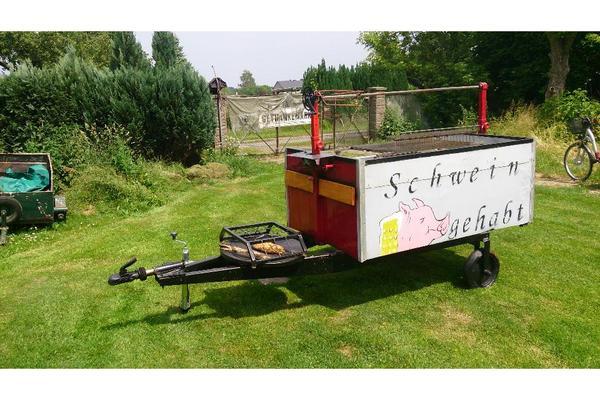 Holzkohlegrillwagen mit feuerstelle in luckenwalde for Feuerstelle garten mit eckschrank für balkon