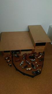 Holzstall zu Bruderspielzeug