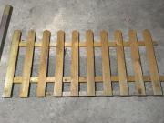 Holzzaun mit Pfosten