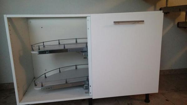 Verkaufe Eckschrank von einer Ikeaküche  Der Schrank ist erst 2