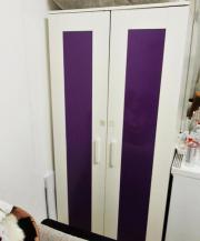 """IKEA Kleiderschrank \""""Aneboda\"""" in weiß/lila (Schlafzimmerschrank) Ich verkaufe im Auftrag eines Freundes einen weißen \""""Aneboda\"""" IKEA-Kleiderschrank (Schlafzimmerschrank) mit lila Türen und den üblichen ... 20,- D-72074Tübingen Innenstadt Heute, 11:16 U - IKEA Kleiderschrank """"Aneboda"""" in weiß/lila (Schlafzimmerschrank) Ich verkaufe im Auftrag eines Freundes einen weißen """"Aneboda"""" IKEA-Kleiderschrank (Schlafzimmerschrank) mit lila Türen und den üblichen"""