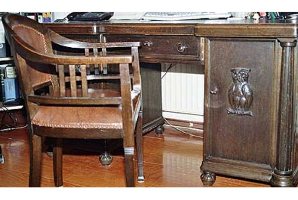 M bel einrichtungen antiquit ten antiquit ten for Schreibtisch dunkelbraun massiv