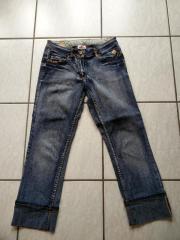 Jeans, blau, ? Länge, Gr. 34 Jeans, blau, ? Länge, Gr. 34 Jeans, blau, dreiviertel Länge, mit seitlichen Taschen, Gesäßtaschen und Gürtelschlaufen, unten mit festem ... 7,- D-76297Stutensee Heute, 13:11 Uhr, Stutensee - Jeans, blau, ? Länge, Gr. 34 Jeans, blau, ? Länge, Gr. 34 Jeans, blau, dreiviertel Länge, mit seitlichen Taschen, Gesäßtaschen und Gürtelschlaufen, unten mit festem