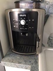 Kaffevollautomat mit Milchschäumer