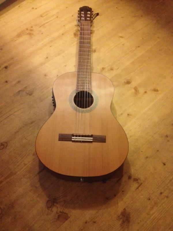 klassische akustik gitarre mit tonabnehmer in m nchen gitarren zubeh r kaufen und verkaufen. Black Bedroom Furniture Sets. Home Design Ideas