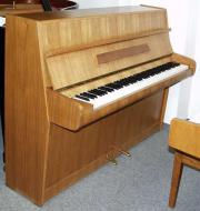 Klavier Marke Calisia,