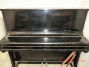 Klavier von Uebel &