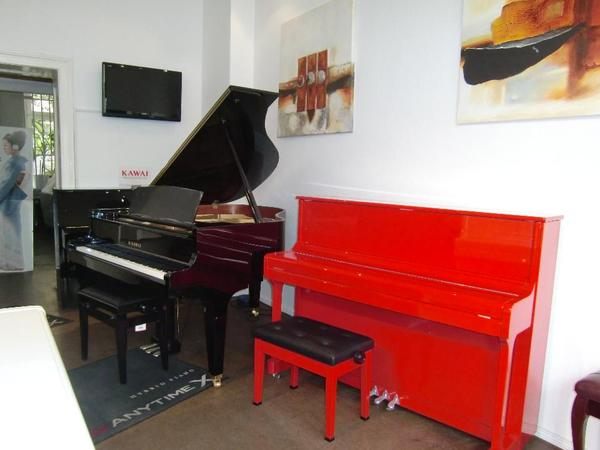 klaviere fl gel neue tasteninstrumente. Black Bedroom Furniture Sets. Home Design Ideas