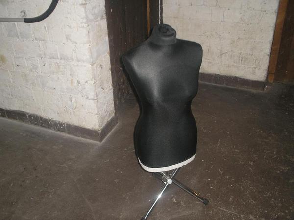 Waschmaschinen Unterschrank Ikea ~ Biete hier zum letzten Male 2 Kleiderpuppen für Schaufenster oder