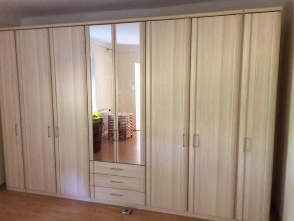 neuwertigen kleiderschrank neu und gebraucht kaufen bei. Black Bedroom Furniture Sets. Home Design Ideas
