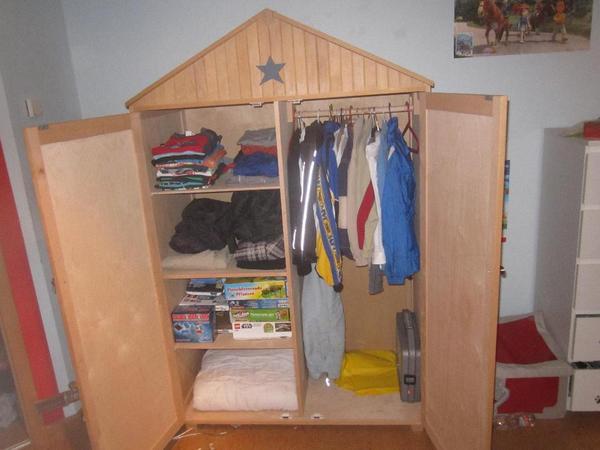 Kleiderschrank exkl kinderzimmer schrank in hausform von for Kinderzimmer quoka