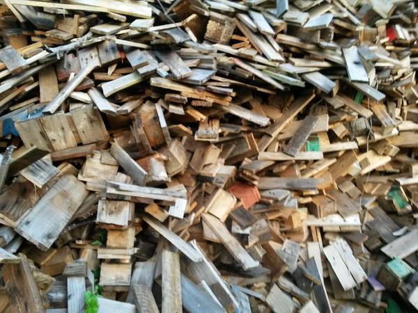 klein ges gtes palettenholz brennholz zu verkaufen in germersheim holz kaufen und verkaufen. Black Bedroom Furniture Sets. Home Design Ideas