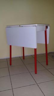 Kleines ausklappbares Tischchen