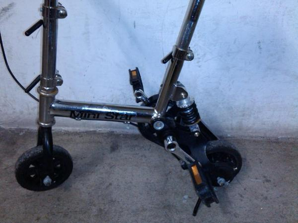 mini fahrrad mit federung dreirad roller fahrrad f r kleinkind laufrad auto kindersitz zvk. Black Bedroom Furniture Sets. Home Design Ideas