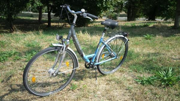 neuwertiges fahrrad 28 alu damenrad reifen sehr gut. Black Bedroom Furniture Sets. Home Design Ideas