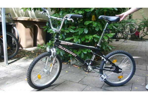 neuwertiges bmx fahrrad schwinn in m nchen mountain bikes bmx r der rennr der kaufen und. Black Bedroom Furniture Sets. Home Design Ideas