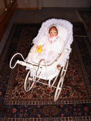 Nostalgie-Puppenwagen mit